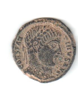 AE3 de Constantino I. PROVIDEN-TIAE AVGG. Puerta de campamento de dos torres. Nicomedia. Consta10