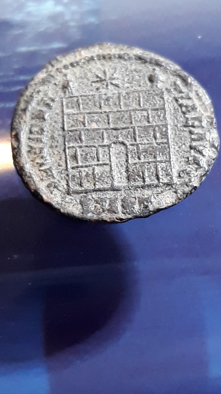 AE3 de Constantino I. PROVIDEN-TIAE AVGG. Puerta de campamento de dos torres. Nicomedia. Foto_b10
