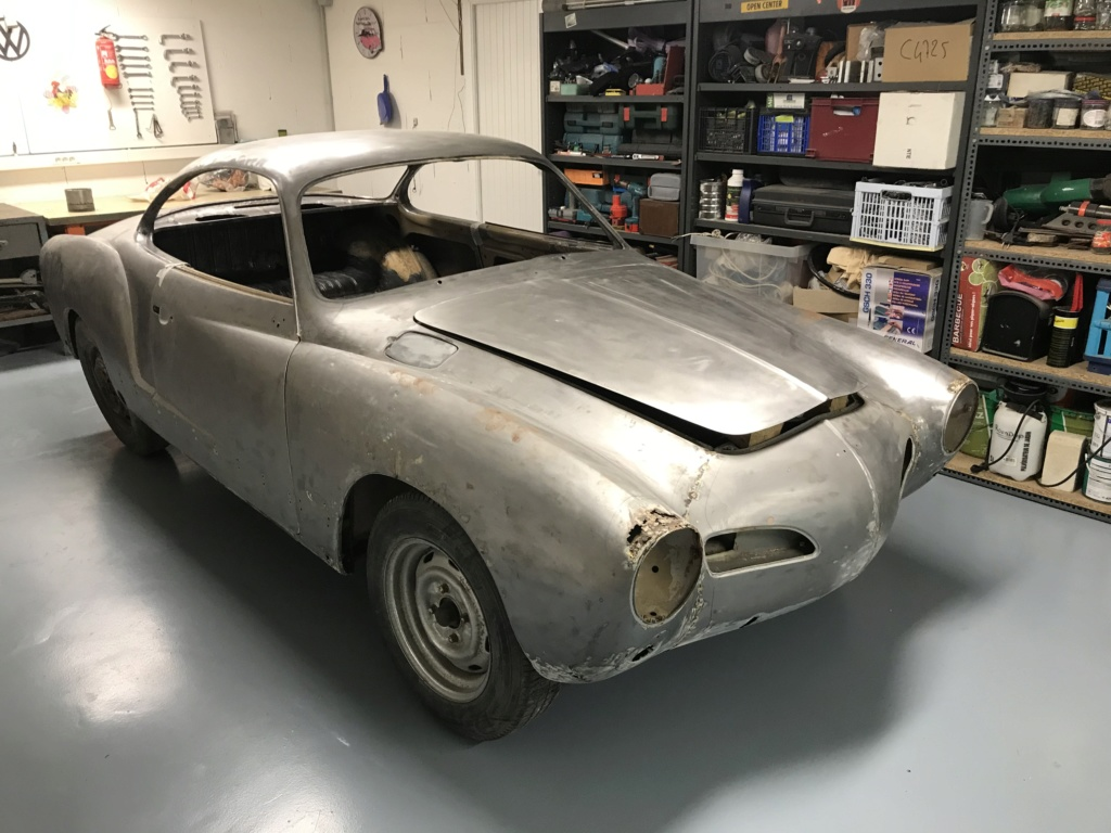 Karmann ghia 1968 en cours de restauration  Db073410
