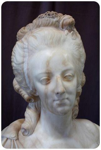 A vendre: bustes Marie Antoinette - Page 10 2c008610