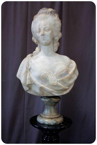 A vendre: bustes Marie Antoinette - Page 10 2f024e10