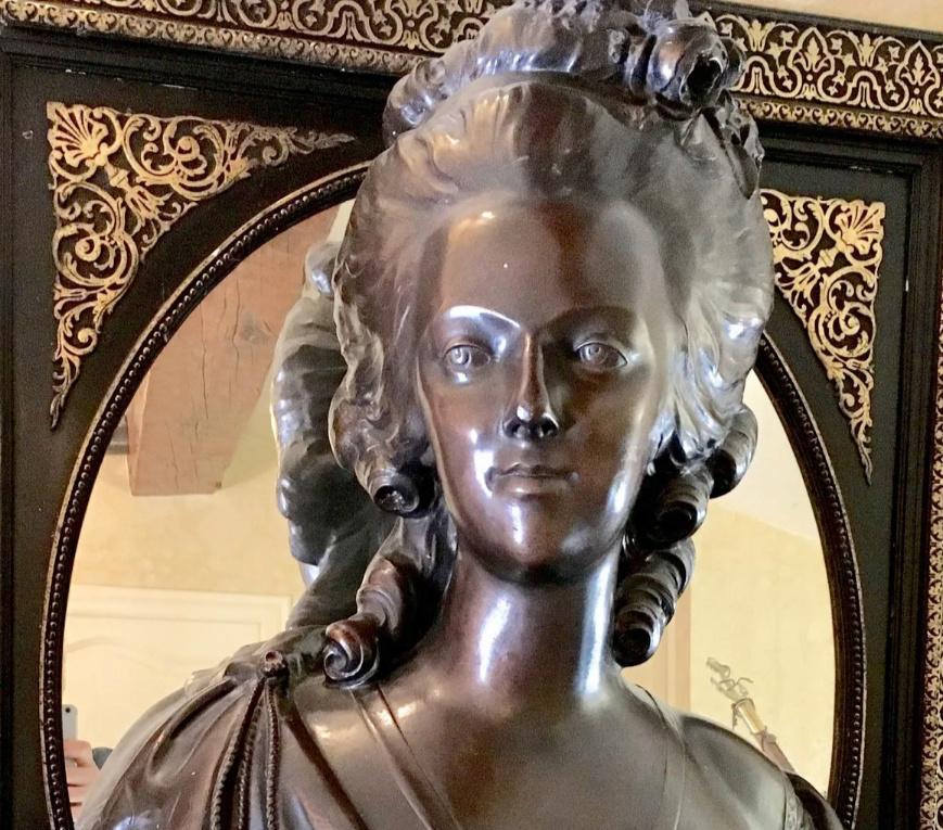 A vendre: bustes Marie Antoinette - Page 9 Zducre11