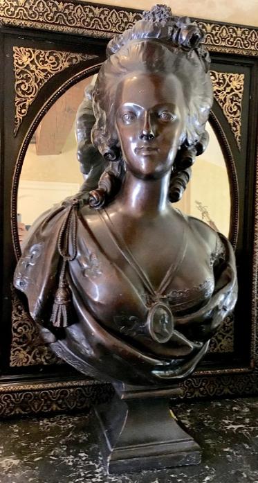 A vendre: bustes Marie Antoinette - Page 9 Zducre18