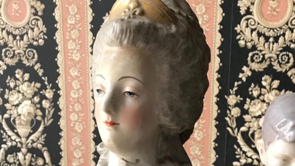 A vendre: bustes Marie Antoinette - Page 10 Zzzz16