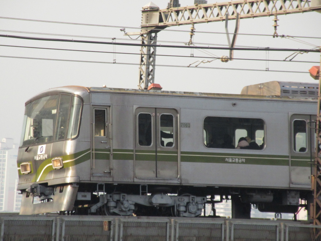 Seoul Metro Commuter train series   Img_6111