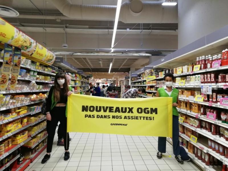 Mobilisation anti OGM : à Lyon, Greenpeace investit un supermarché de la Part-Dieu Greenp10