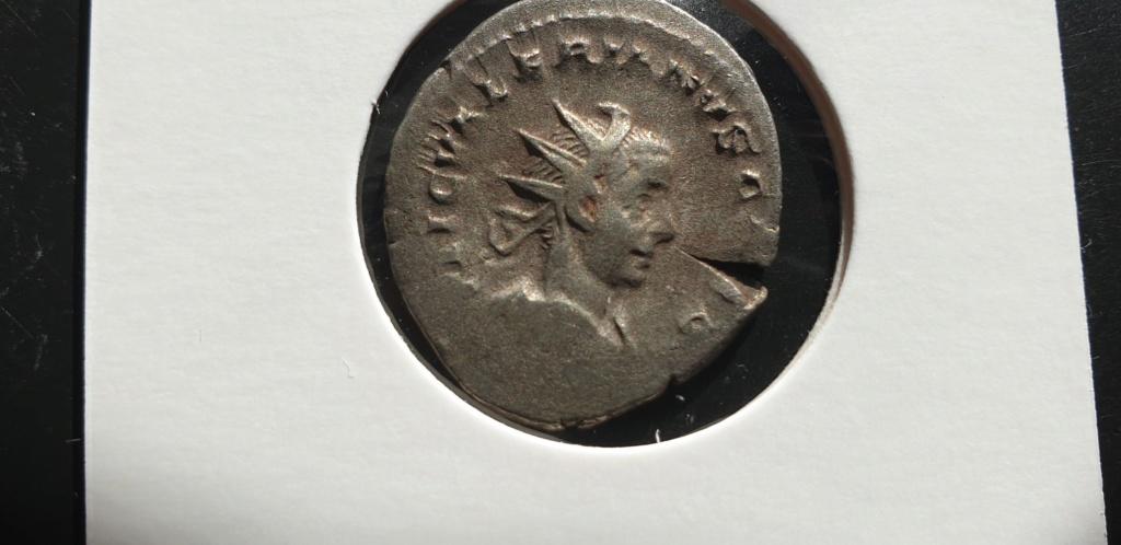 Antoniniano de Valeriano II. PIETAS AVGG. Elementos de sacrificio. Roma 2019-028