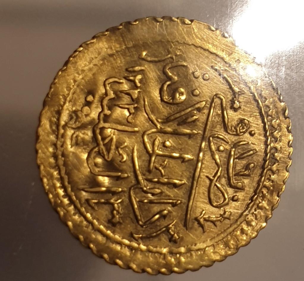 Qustantiniya (as Dar al-Khalifat al-a'liya [Constantinople]) mint. Mahmud II AD 1808-1839. Darülhilâfe Altın AV 2019-102