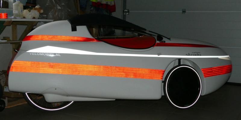 La deco et la visibilité de nuit du Velomobile : bande reflex, covering... P1040221