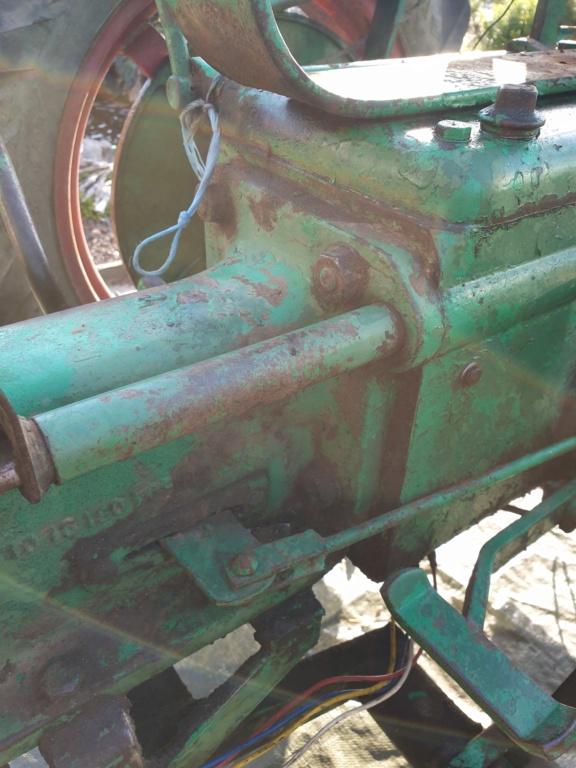 TRACTEUR - tracteur holder B10 changement courroie dynamo 20200617