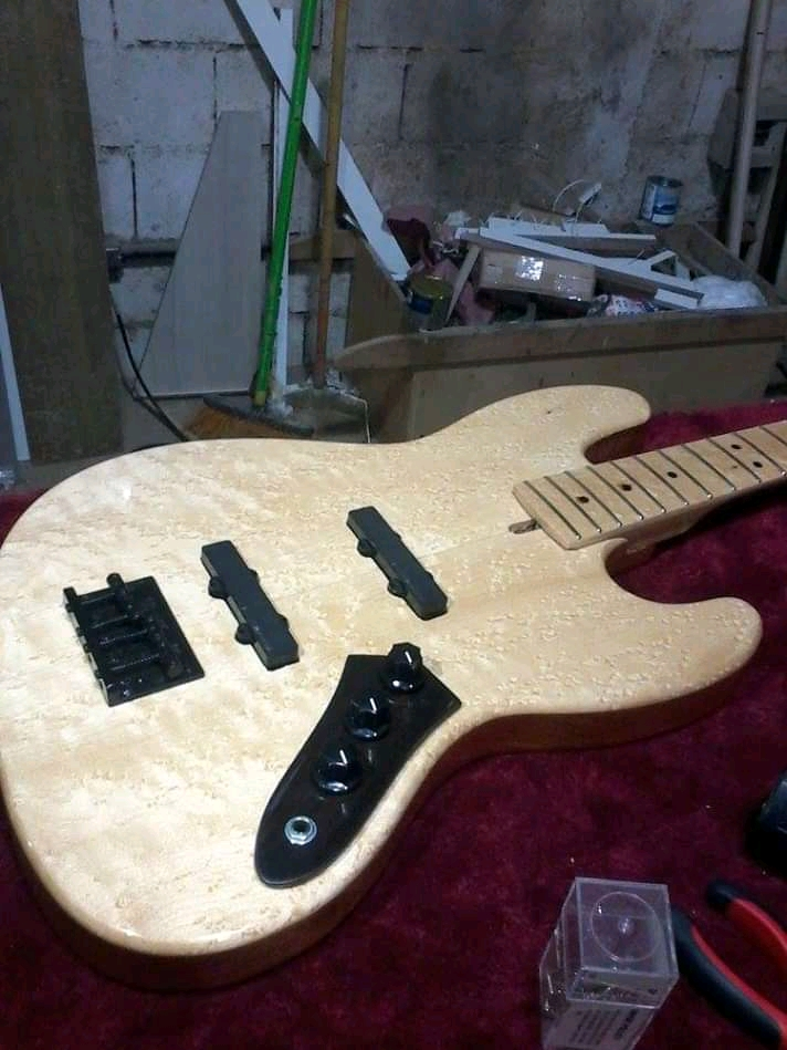 Ravazoli Luthier Fb_img13