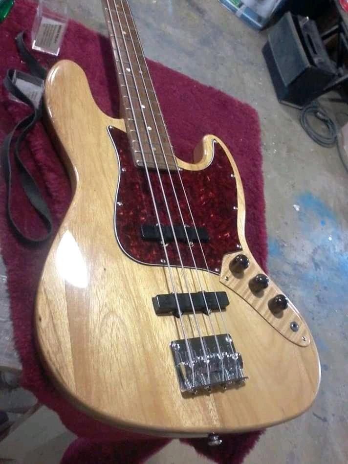 Ravazoli Luthier Fb_img15