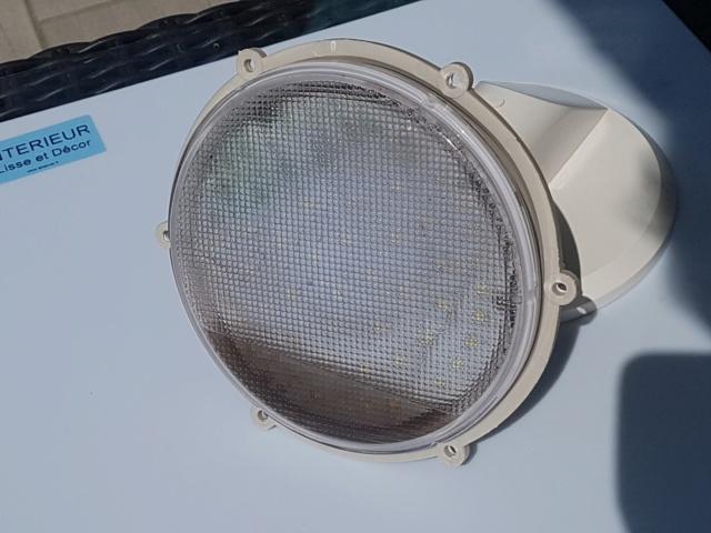 LAMPE AU FONCTIONNEMENT BIZZARE 20210814