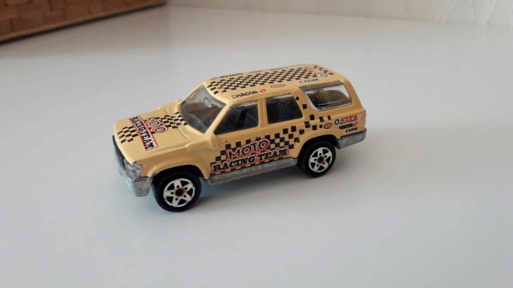 ma petite collection de majorette - Page 2 Toyota13