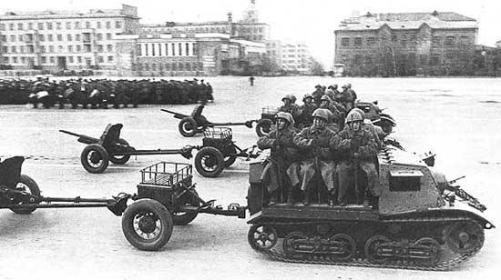 WW II discussion - Page 6 Komsom10