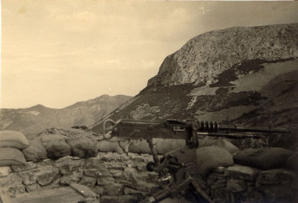 les dernieres mitrailleuse Hotchkiss en service opérationel Jauber12