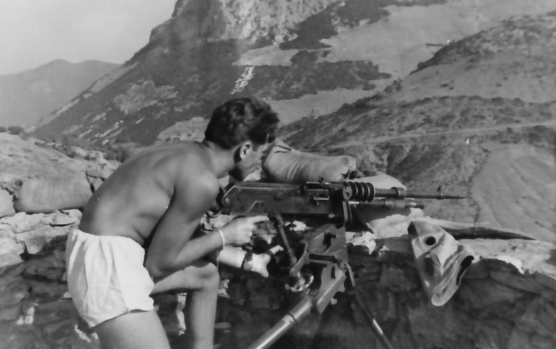 les dernieres mitrailleuse Hotchkiss en service opérationel Jauber14