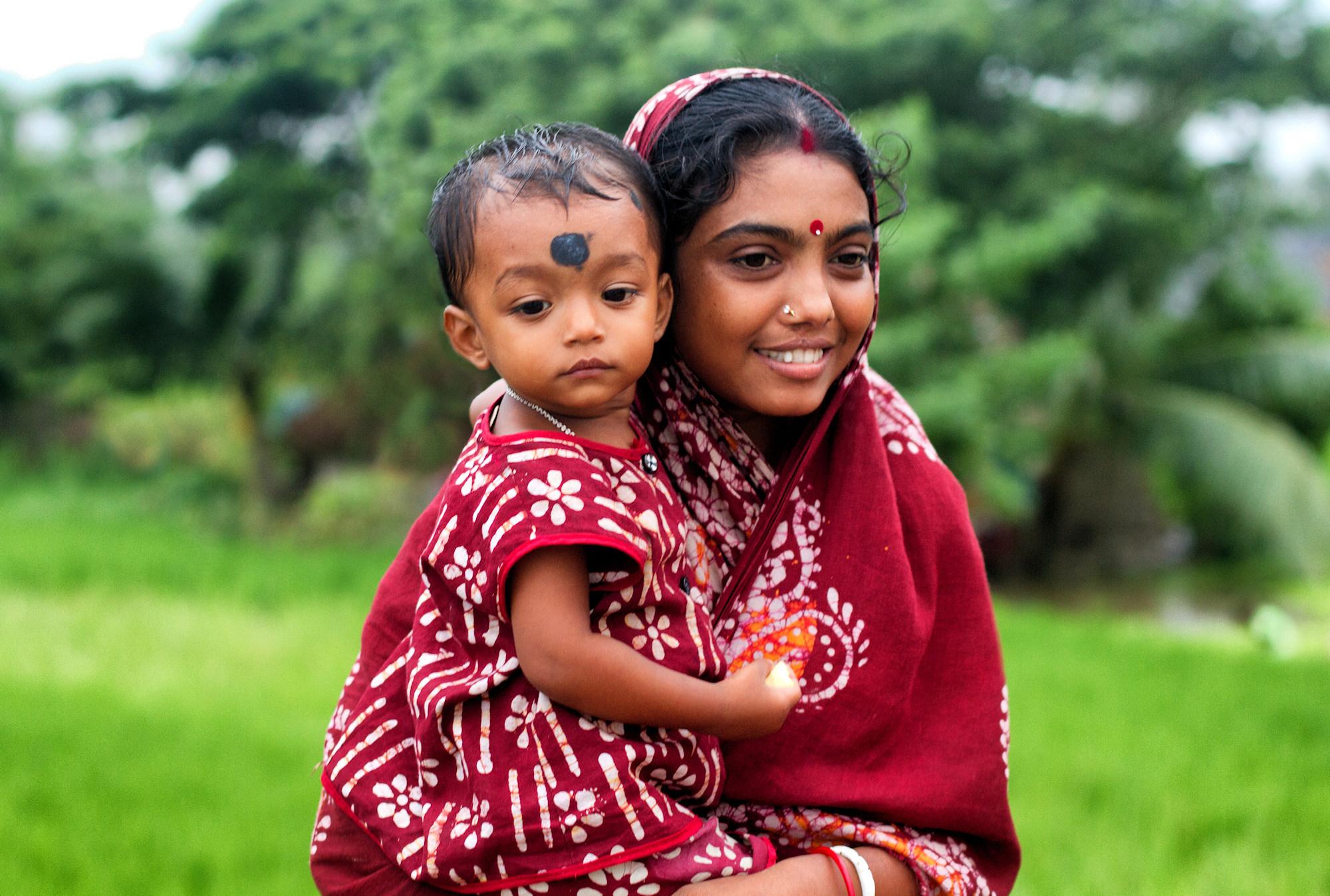 Jeune mère à l'enfant Img_0611