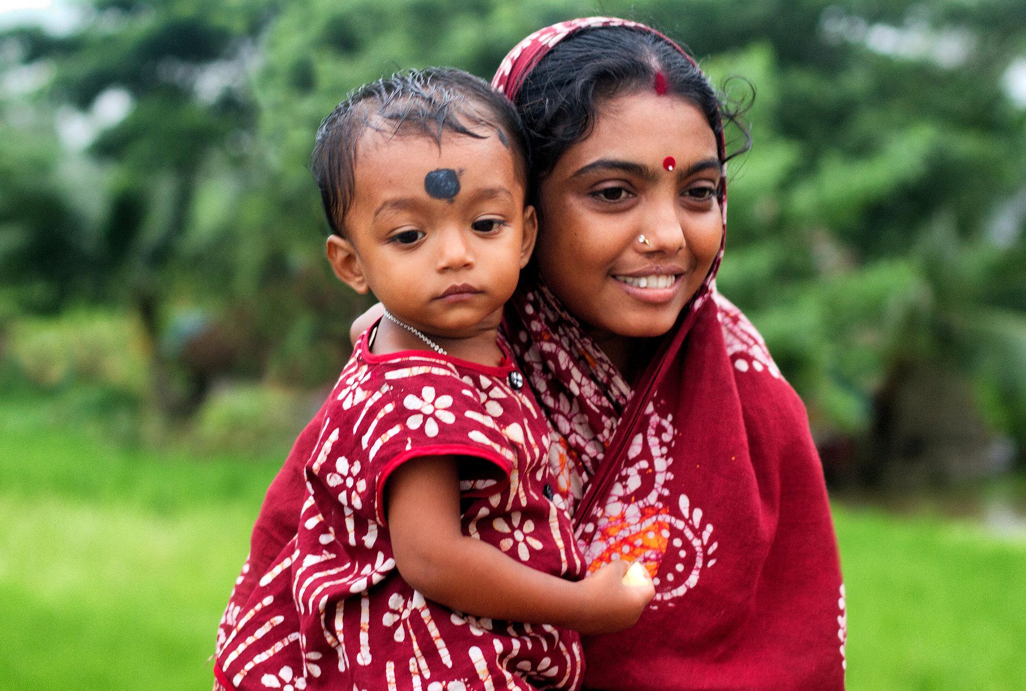 Jeune mère à l'enfant Img_0612