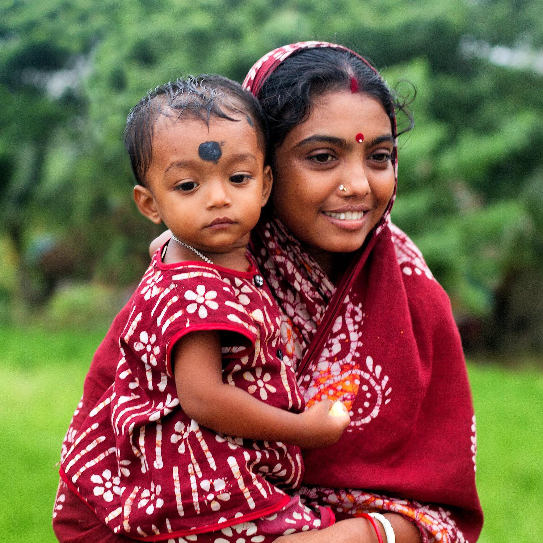 Jeune mère à l'enfant Img_0616