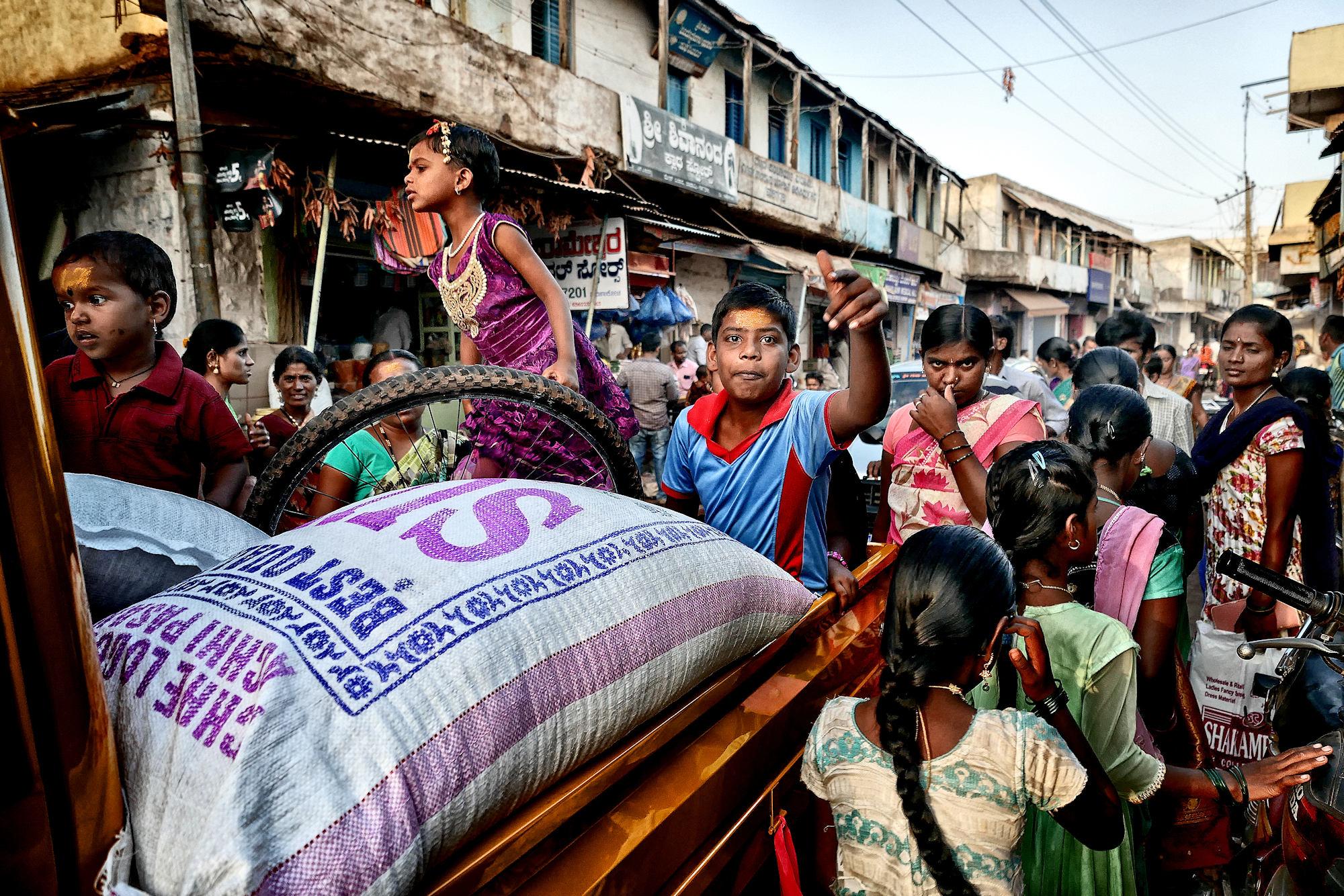 Juste une scène ordinaire d'une petite ville indienne P1140714
