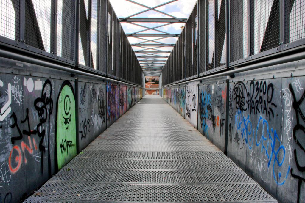 pont metal Pon_de12