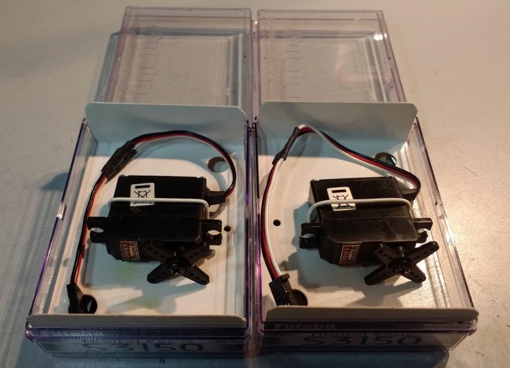 VENDU  -   Lot de 2 servos Futaba S3150 00111