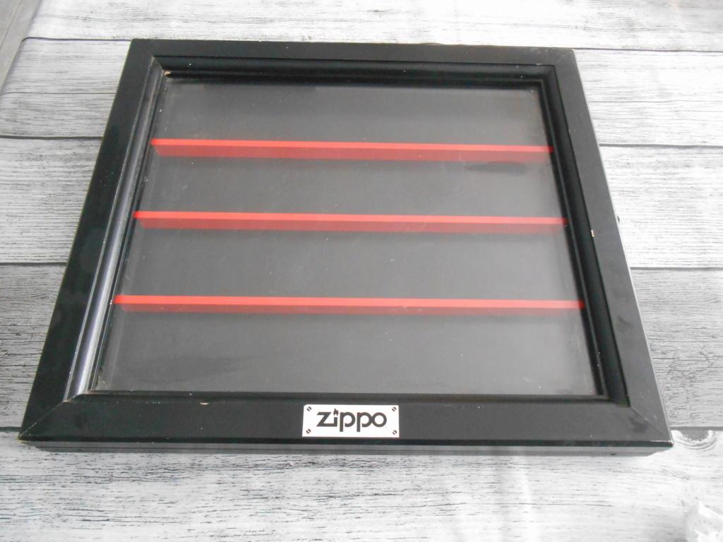 zippo + presentoir Dscn2013