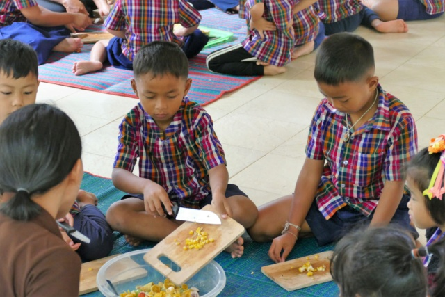 Article promouvant les cours de cuisine à l'école (Mademoizelle) - Page 6 P1180110