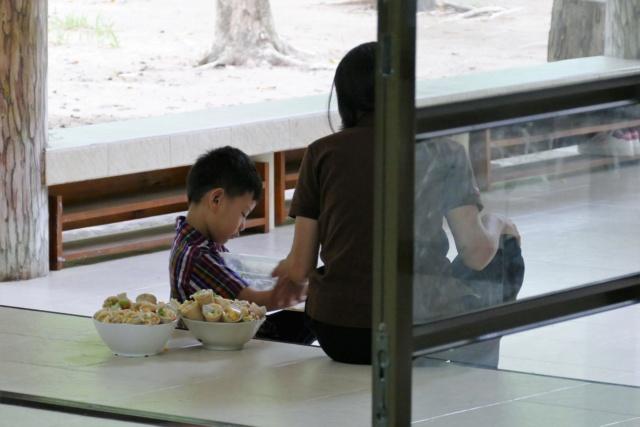 Article promouvant les cours de cuisine à l'école (Mademoizelle) - Page 6 P1180111