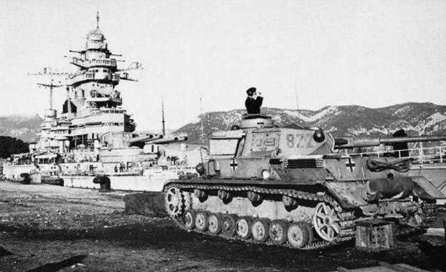 Panzer IV ausf g - Toulon novembre 1942 - saynète en cours Strasb10