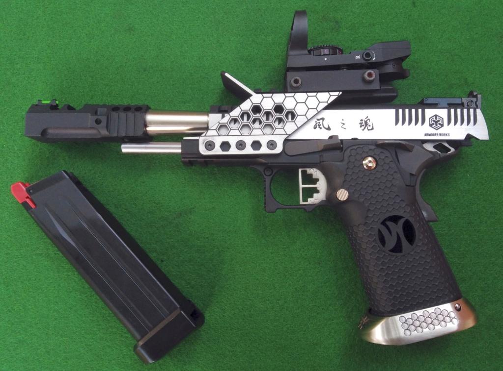 Réplique de pistolet avec red dot intégré sur la culasse.. Img_2089