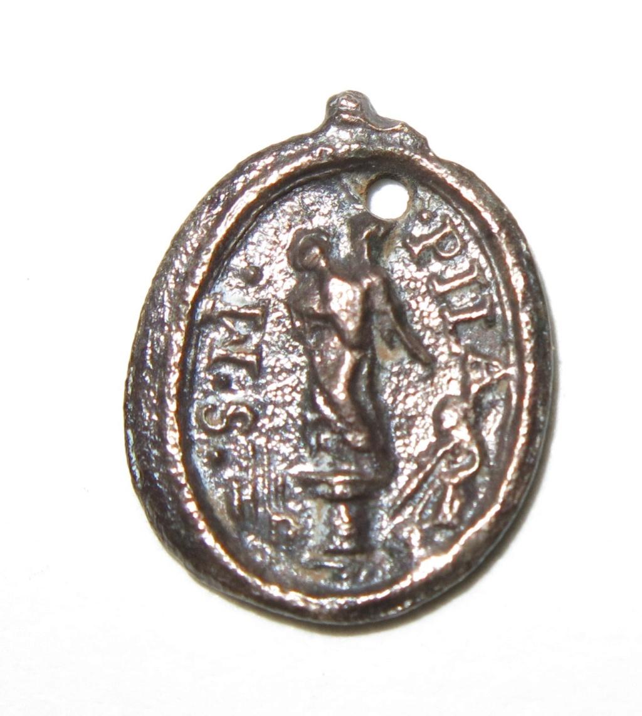 Datación medallita virgen del Pilar. B2210