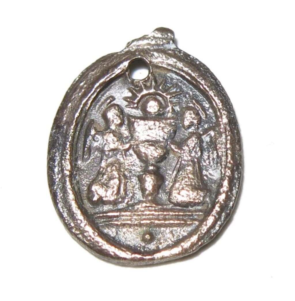 Datación medallita virgen del Pilar. B22_210