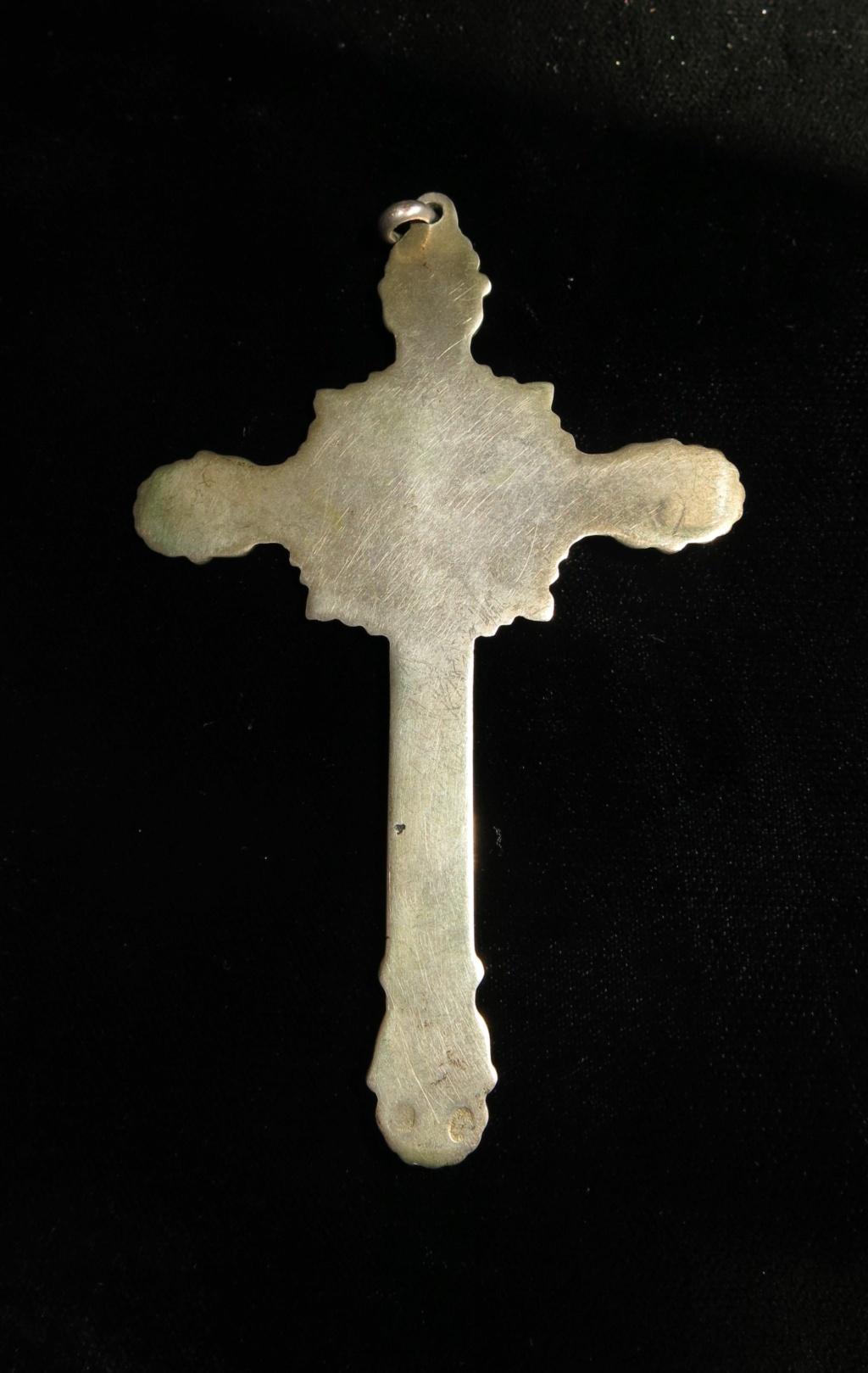Datación crucifijo de plata. Crucif12