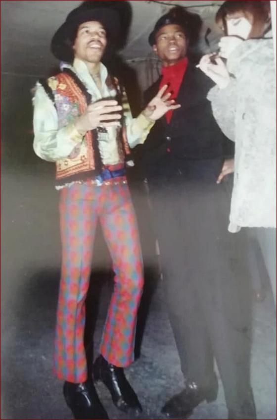 Jimi Hendrix JH + JH = double plaisir...  - Page 26 Janvie10