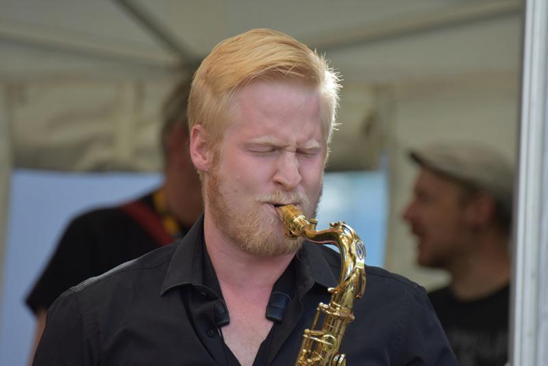 il jouait du saxo debout (+ original ) Dsc_4710
