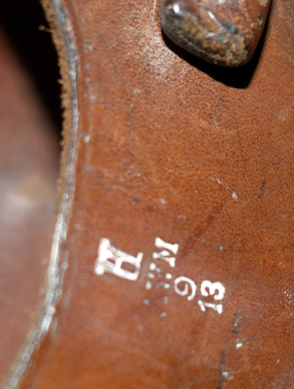 Identification marquages étui cuir Dsc_0061