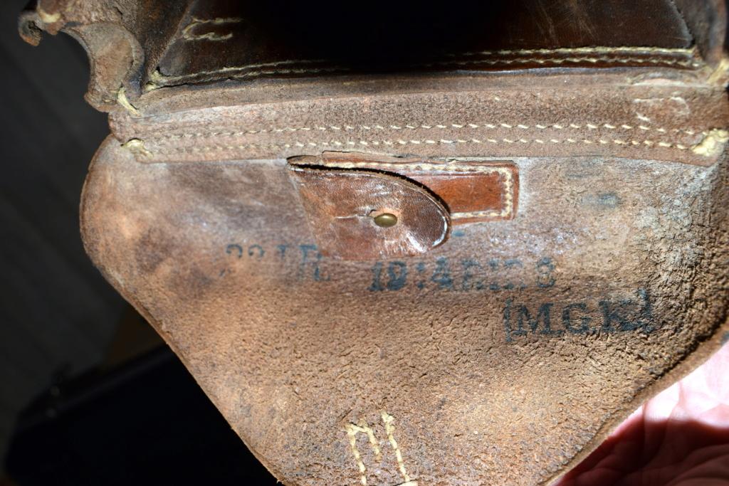 Identification marquages étui cuir Dsc_0062