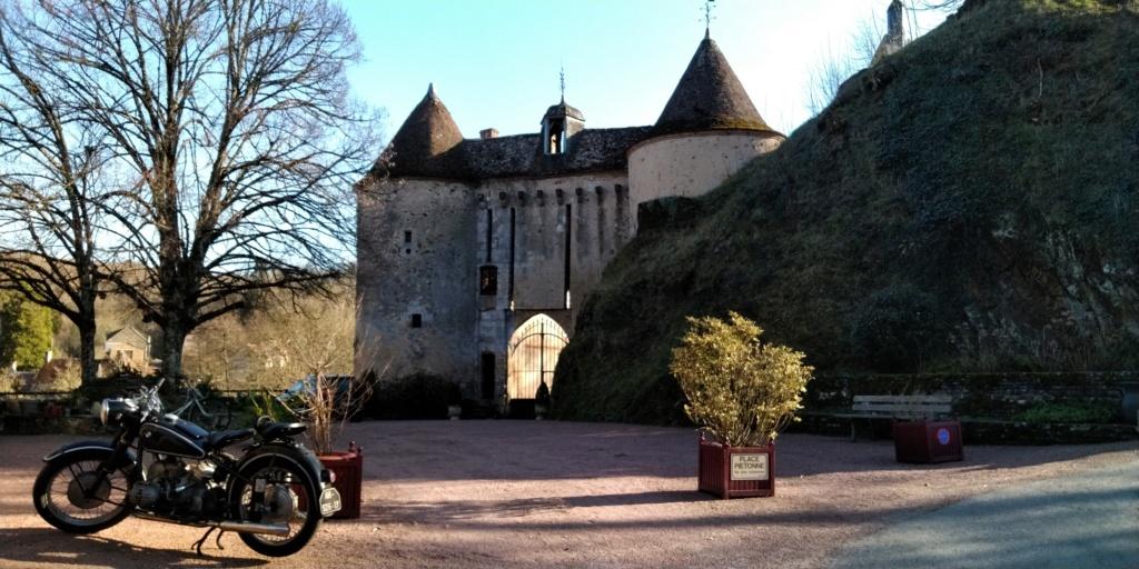 Photos de vous et de votre moto devant ....un château  - Page 17 P_201919