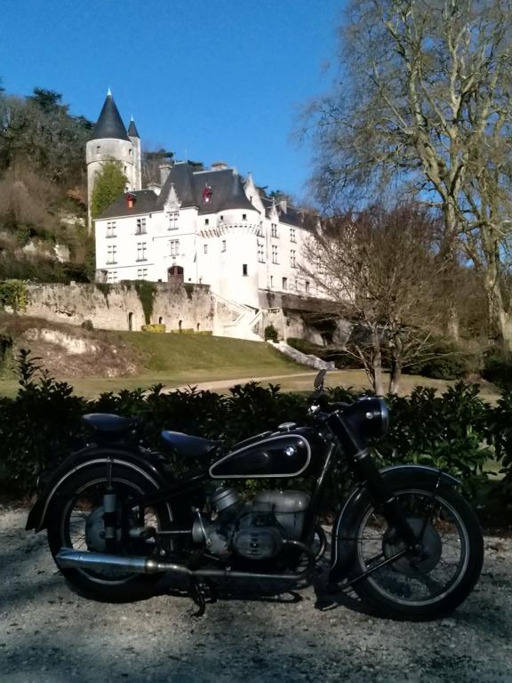Photos de vous et de votre moto devant ....un château  - Page 18 P_201923