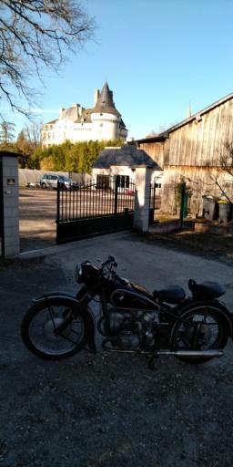 Photos de vous et de votre moto devant ....un château  - Page 18 P_201924