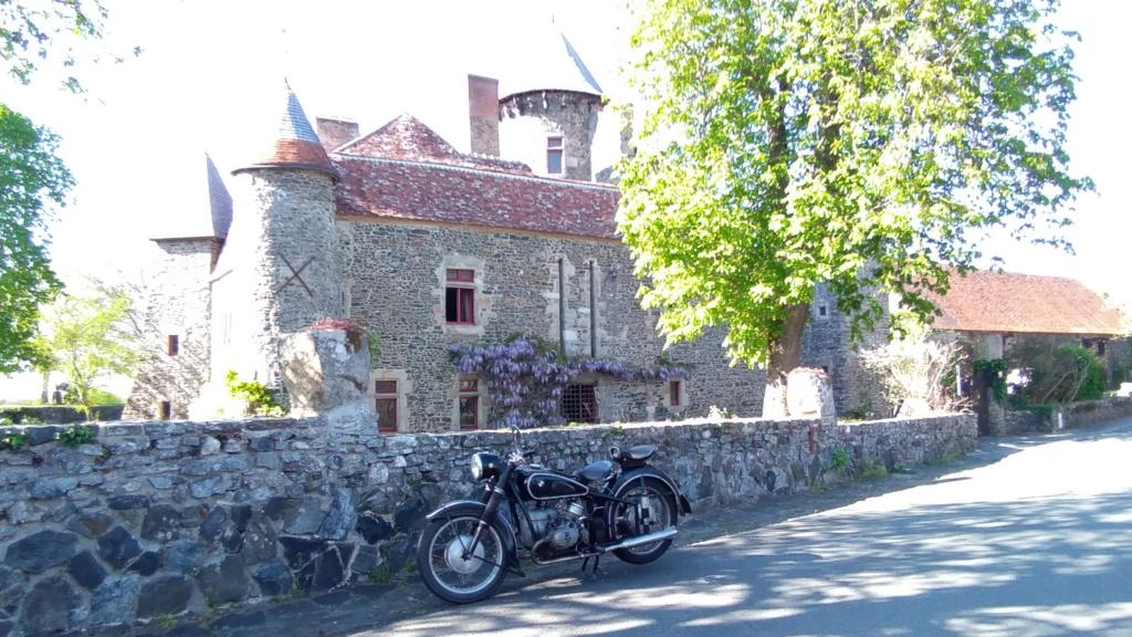 Photos de vous et de votre moto devant ....un château  - Page 18 P_201942