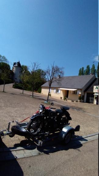 Photos de vous et de votre moto devant ....un château  - Page 19 P_201944