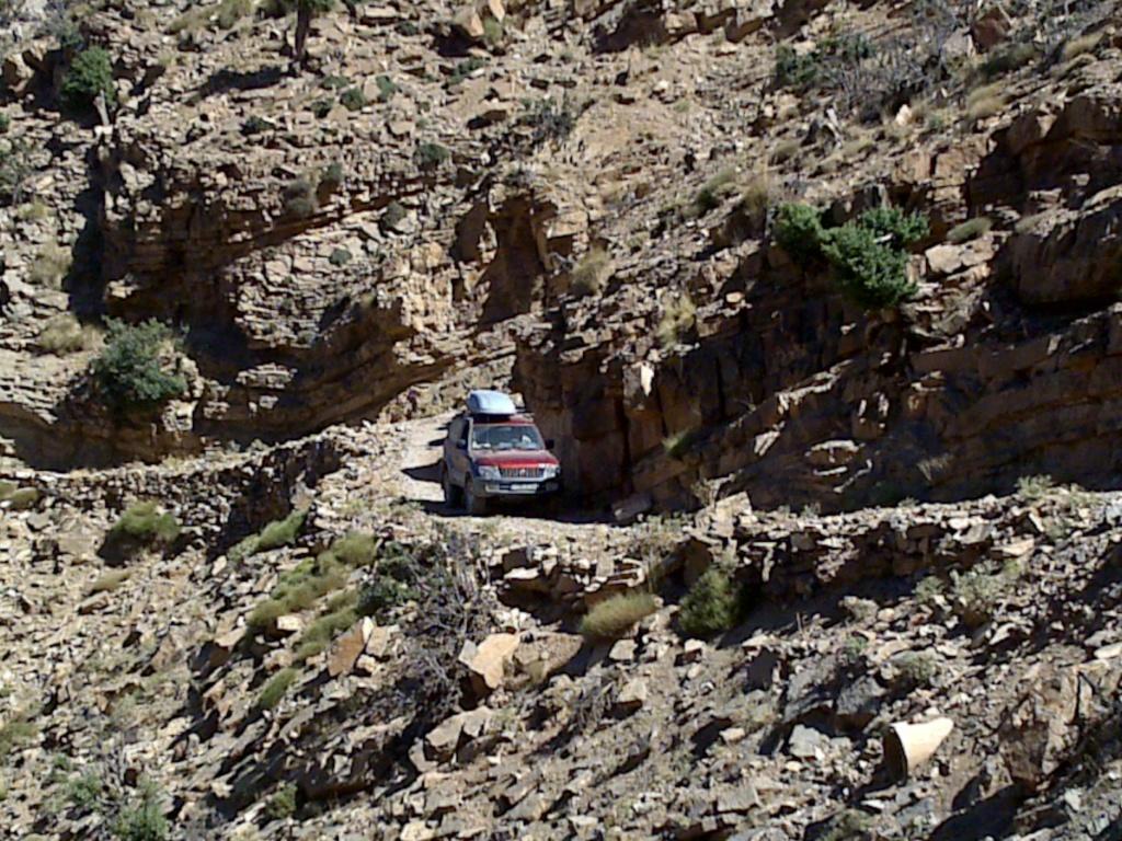 [Carburant, Routes, Police] L' ancienne route d ' Haït benadou au Tizi Tichka  16082010