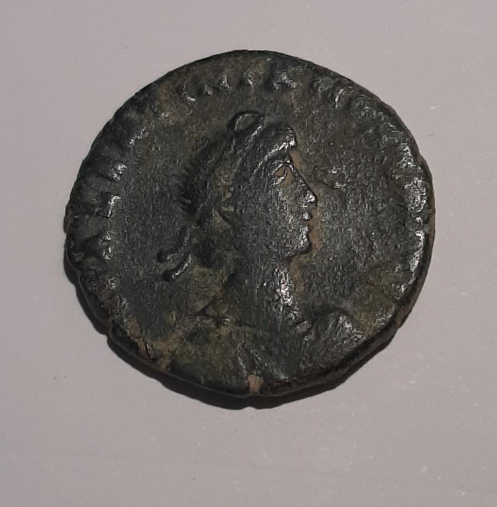 AE2/ Maiorina de Valentiniano II. REPARATIO REIPVB. Roma 111