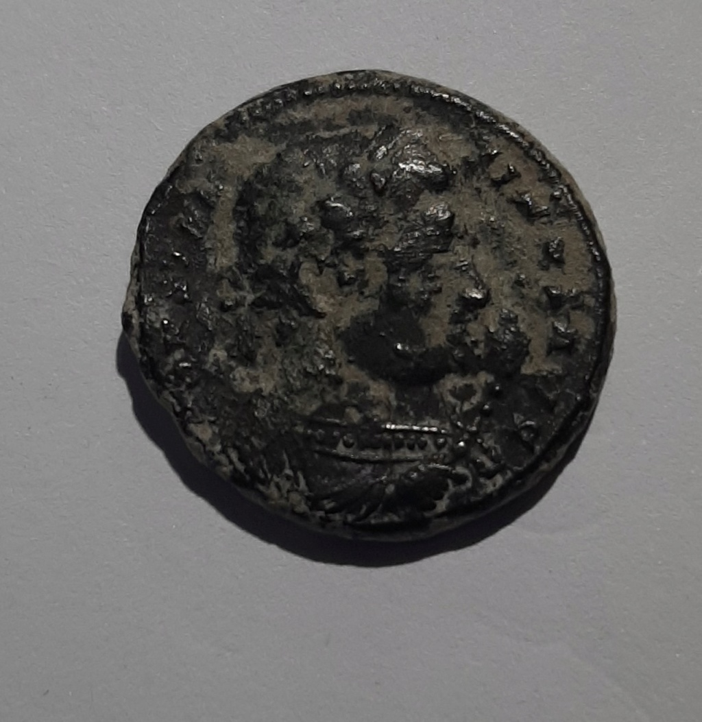 AE3 de Constantino I. BEATA TRANQVILLITAS. Trier 112