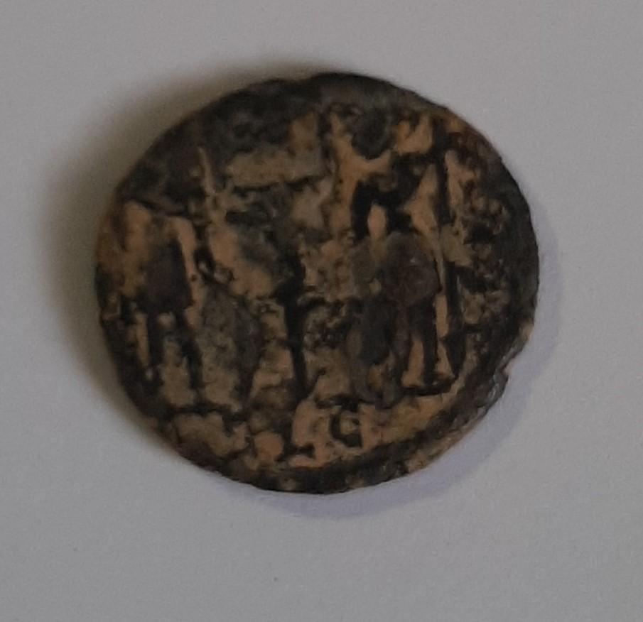 AE4 de Constantino I. GLORIA EXERCITVS. Lyon Bc11