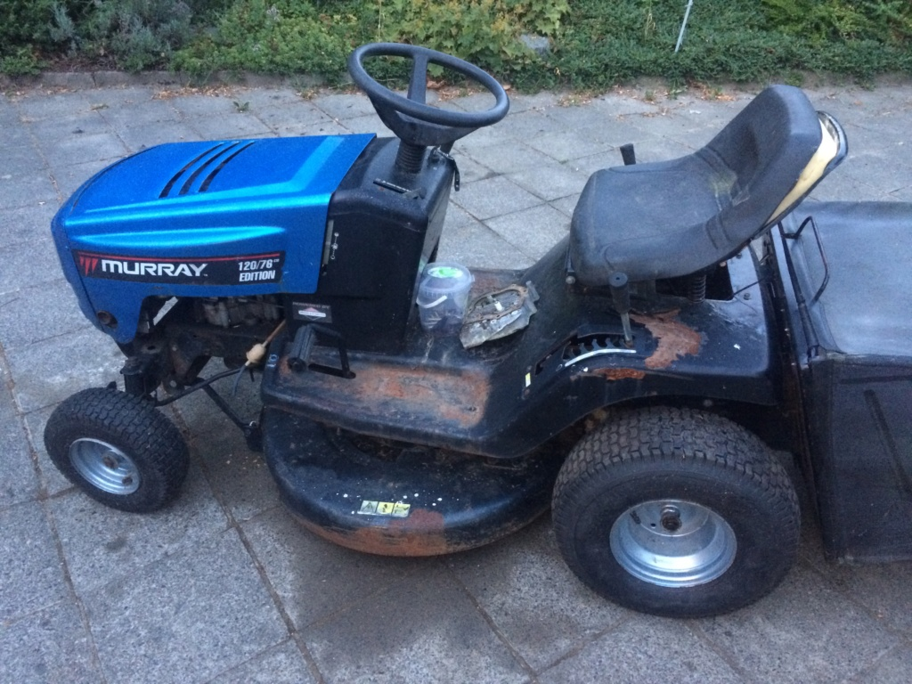 Murray Widebody Lawn Tractor  20180100