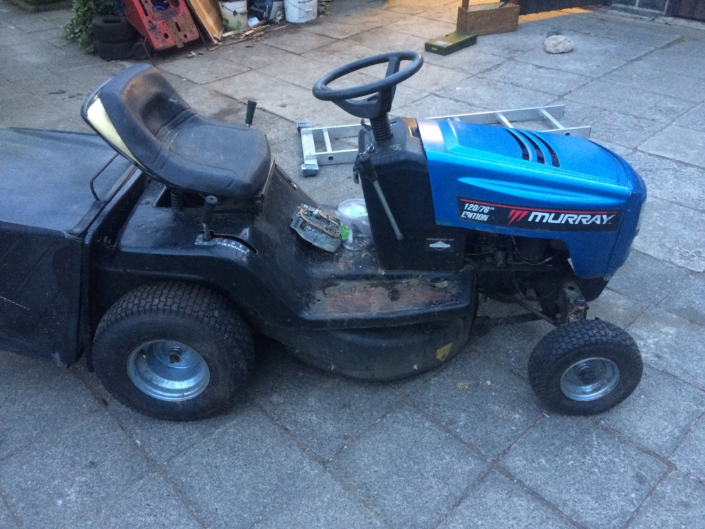 Murray Widebody Lawn Tractor  20180101